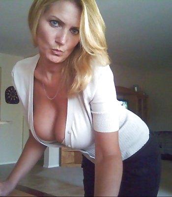 Reife Blondine sucht private Sexkontakte