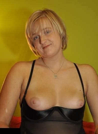 sexgeile Hausfrau sucht private Sexterffen